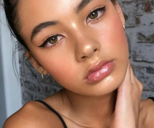 makeup, beautiful, and eyeliner image