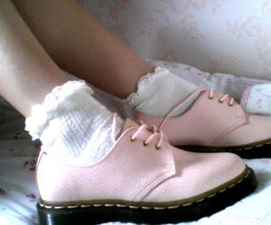 pink shoes image