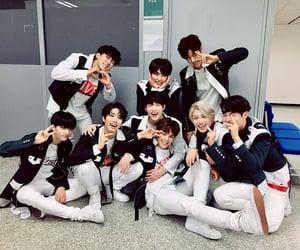boys, group photo, and lee felix image