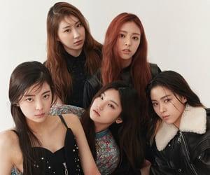 girl group, lia, and yeji image