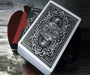 poker cheating device and cheating playing cards image