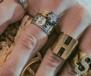 harry styles hands, harry details, and harry gucci image