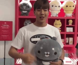 gif, shownu, and twotuckgom image