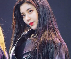 idol, leader, and kpop image