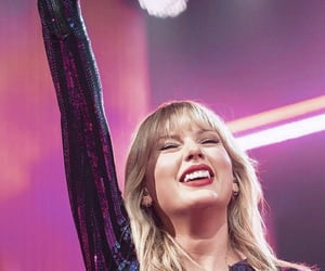 Taylor Swift, taylor swift performance, and taylor swift pink image