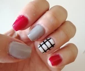 red nails, nail design, and natural nails image