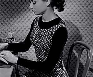 audrey hepburn, gifs, and old hollywood image