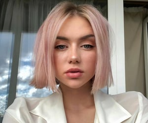 girl and pink hair image