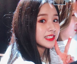 heejin, loona, and preview image