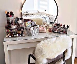 makeup and room image