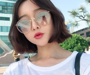 aesthetic, girl, and glasses image
