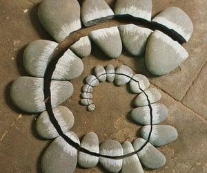 espiral, piedras, and inspiracion image