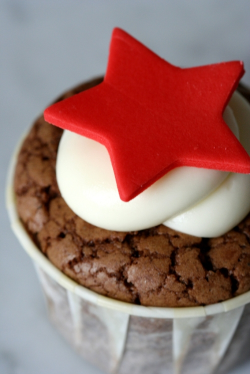 cupcake, brownie, and star image