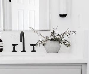 architecture, bathroom, and casa image