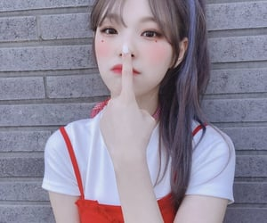 jiheon and fromis_9 image
