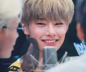preview, jeongin, and stray kids image