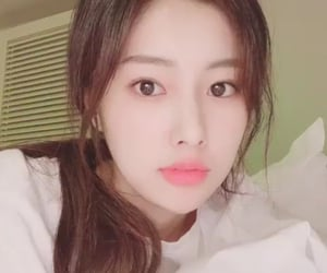 kpop, izone, and kang hyewon image