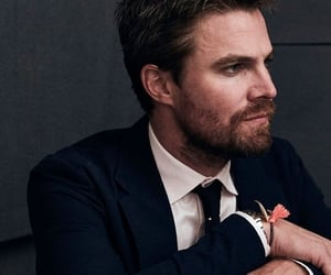 blue eyes, oliver queen, and green arrow image