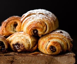 chocolate, croissant, and comida image