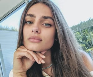 taylor hill and fashion image