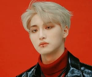 aesthetic, red, and kpop image