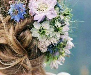 flores, moño, and hair image