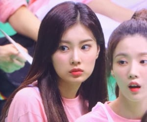 hyewon and izone image