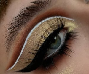 smokey eyes image