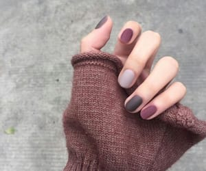 article, we heart it, and fall nails image
