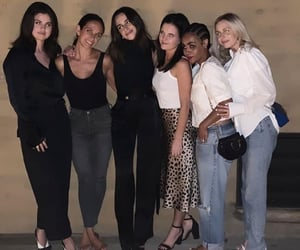 """""""With the girls...👯♀️💖"""""""