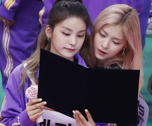 kpop, yeji, and itzy image