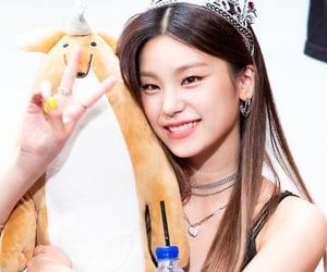 kpop, itzy, and hwang yeji image