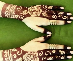 hands, henna, and dpz image