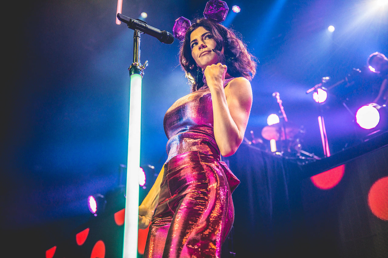 article, marina and the diamonds, and tag image