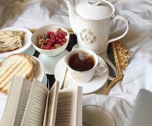 My favourite time is tea time☕️🍇