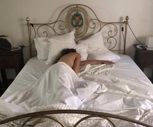 bed and white image