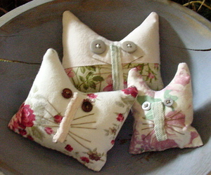 quilt and primitive cats image