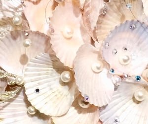 aesthetic, pearls, and pretty image