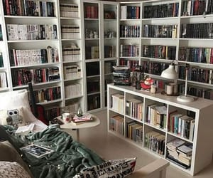 25 Stunning Home Libraries Such a cozy room... love it so much. #homelibrary #dreamhome #bookworm
