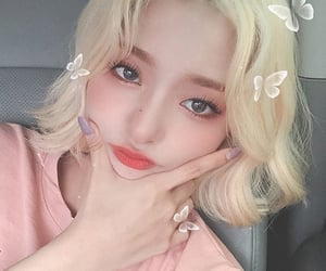 aesthetic, fromis_9, and girl image