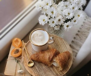 croissant, buenos días, and comida image
