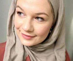 beauty, scarf, and muslimah fashion image