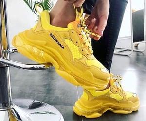 Shoes 👟💛