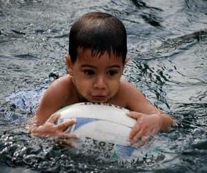 ballon, eau, and enfant image