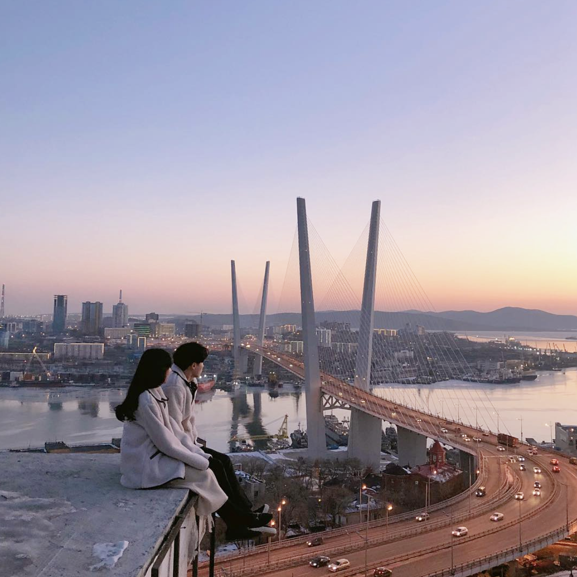 city, couple, and ulzzang image