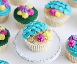 comida, dulce, and cupcakes image