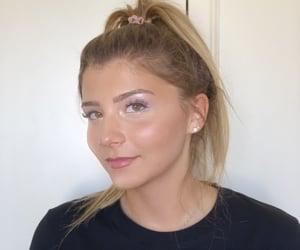 pastel makeup, pastel eyeshadow, and lavender makeup image