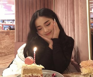 girl, cake, and ulzzang image