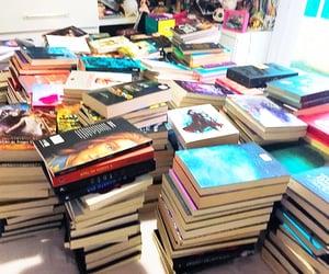 book, estante, and livros image