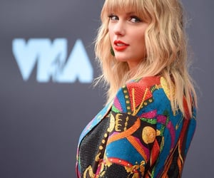 Taylor Swift, vmas, and red carpet image